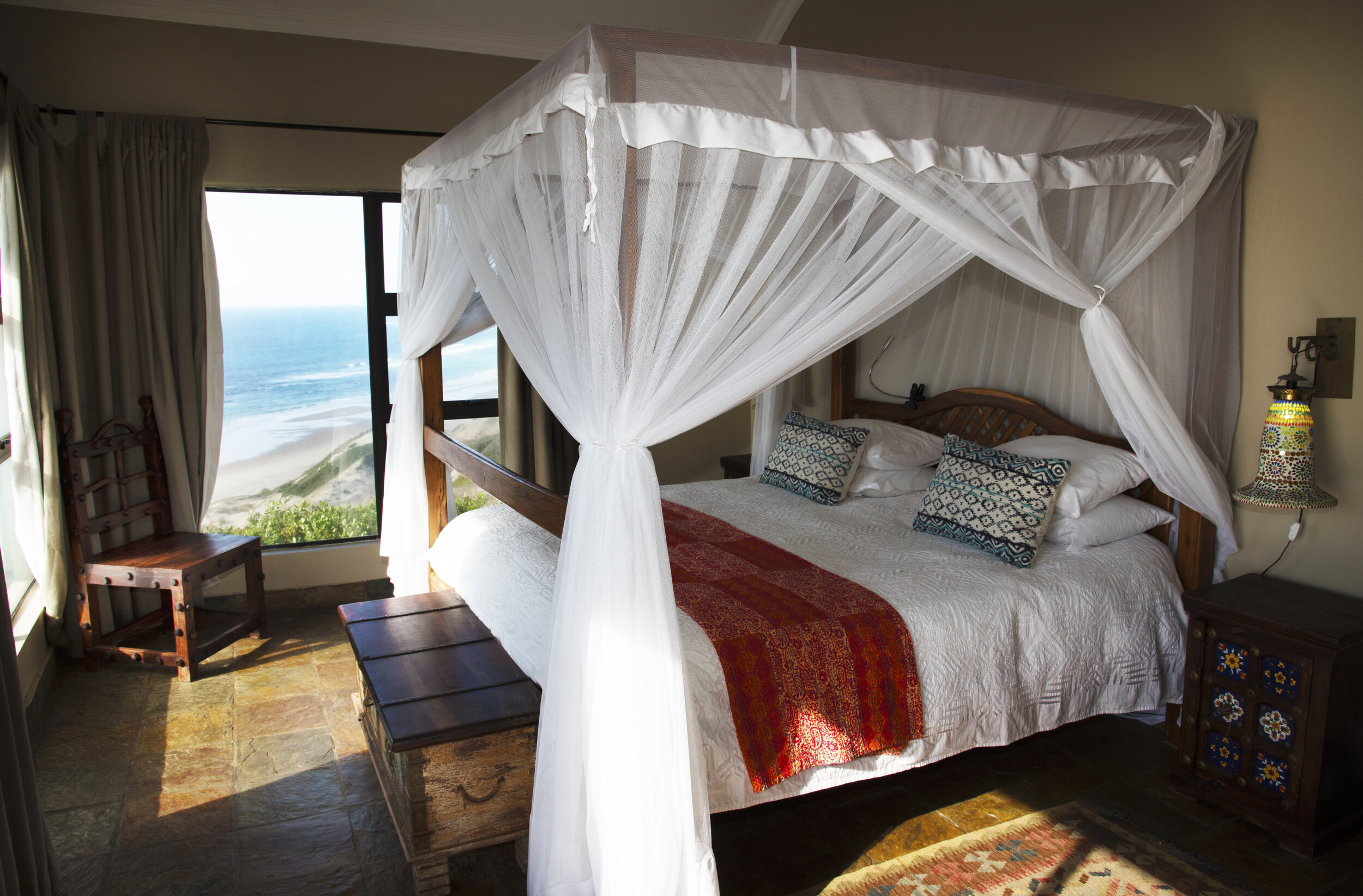Rooms - The rooms share a welcoming sea view. Decorated with a touch of Indian influence. The rooms include beach towels, beach bag idyllic for those days spent on our beach. The linen are all 100% cotton.