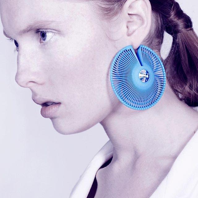 3D Printed Earrings | © designmilk/Flickr