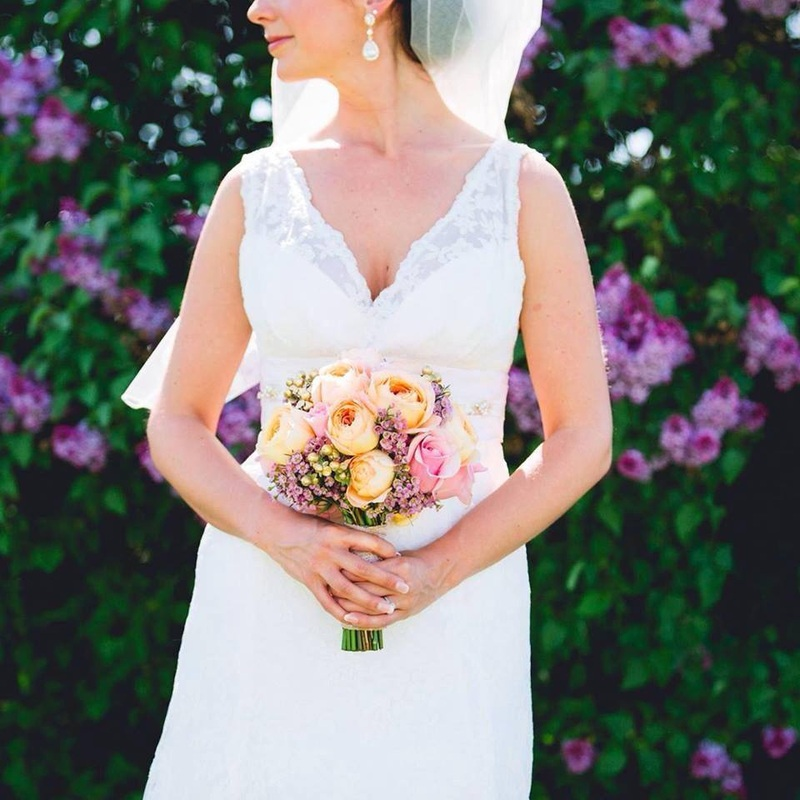 """Meg Rosenburg - Former Bride""""Samantha does a very good job of working with you and figuring out exactly what you're looking for. She is so easy-going, professional and extremely talented, and really loves what she does."""""""