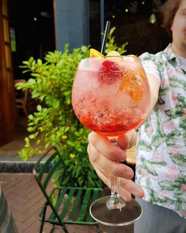 We've got a Pampelle Spritz with your name on it. 🍋🍊💦 This refreshing @pampellerubyred aperitif is made with ruby red grapefruits hand-picked in Corsica and crafted on the banks of the River Charente. It's so good that you'll wish you tried it sooner! . . #taptavern #richmondtaptavern #richmondpub #summer #apero #pampelle #sptriz