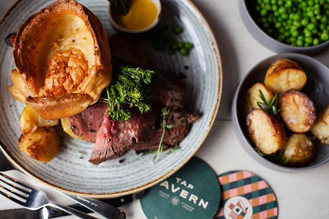 It's Sunday which can only mean one thing. It's time for a Tap Tavern Sunday Roast! Come down and enjoy your choice of Aberdeen Angus Beef, Lemon and Thyme Chicken, Southdown's Hampshire Pork Belly or Vegan Butternut Squash, Pepper and Spinach Wellington.  #yorkkiddingme #roast #Sundayroast  #food #pubfood #foodofinstagram  #taptavern #richmondtaptavern #richmondpub