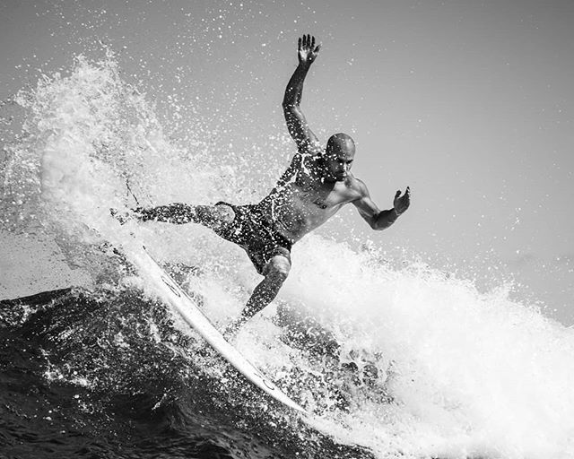 Yesterday we started a workshop with the always inspiring @brianbielmann and @michaelclarkphoto on #surfphotography  on the #northshore. #surf small but we had an unbelievable lineup of #surfers and @kellyslater topping it off. So stoked to be in the water with this #legend #surfer #hero #waterman #surfingphotography