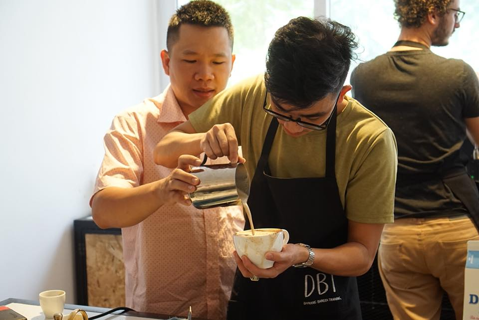 Barista Võ Pháp - - Giải nhất cuộc thi Lavazza Barista Championship 2010.- Chuyên viên đào tạo Barista và Quản lý chất lượng cho hệ thống cà phê của Ý tại Việt Nam- Hơn 10 năm Kinh nghiệm giảng dạy