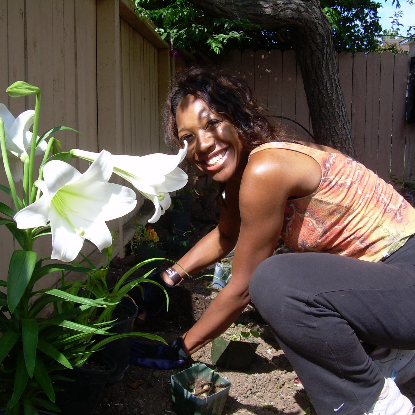 Tia+planting+lilies.jpg