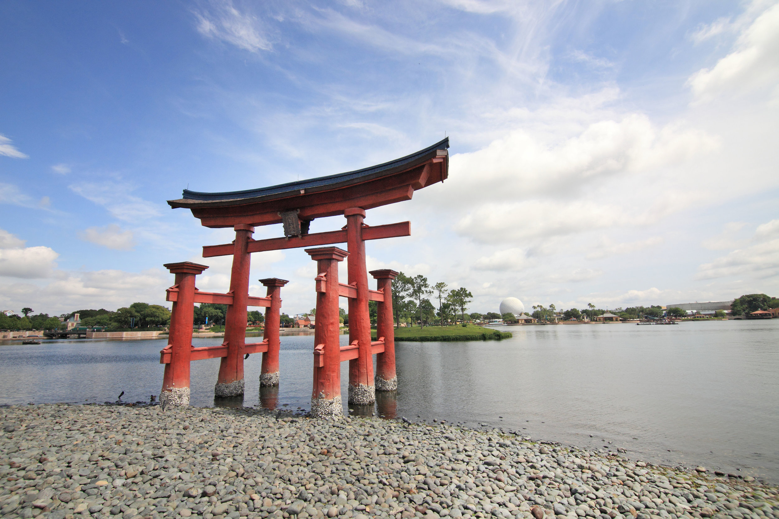 By Sam Howzit (Torii Gate) [CC BY 2.0 (  https  ://  creativecommons  .  org  /  licenses  /  by  /  2  .  0  )], via Wikimedia Commons