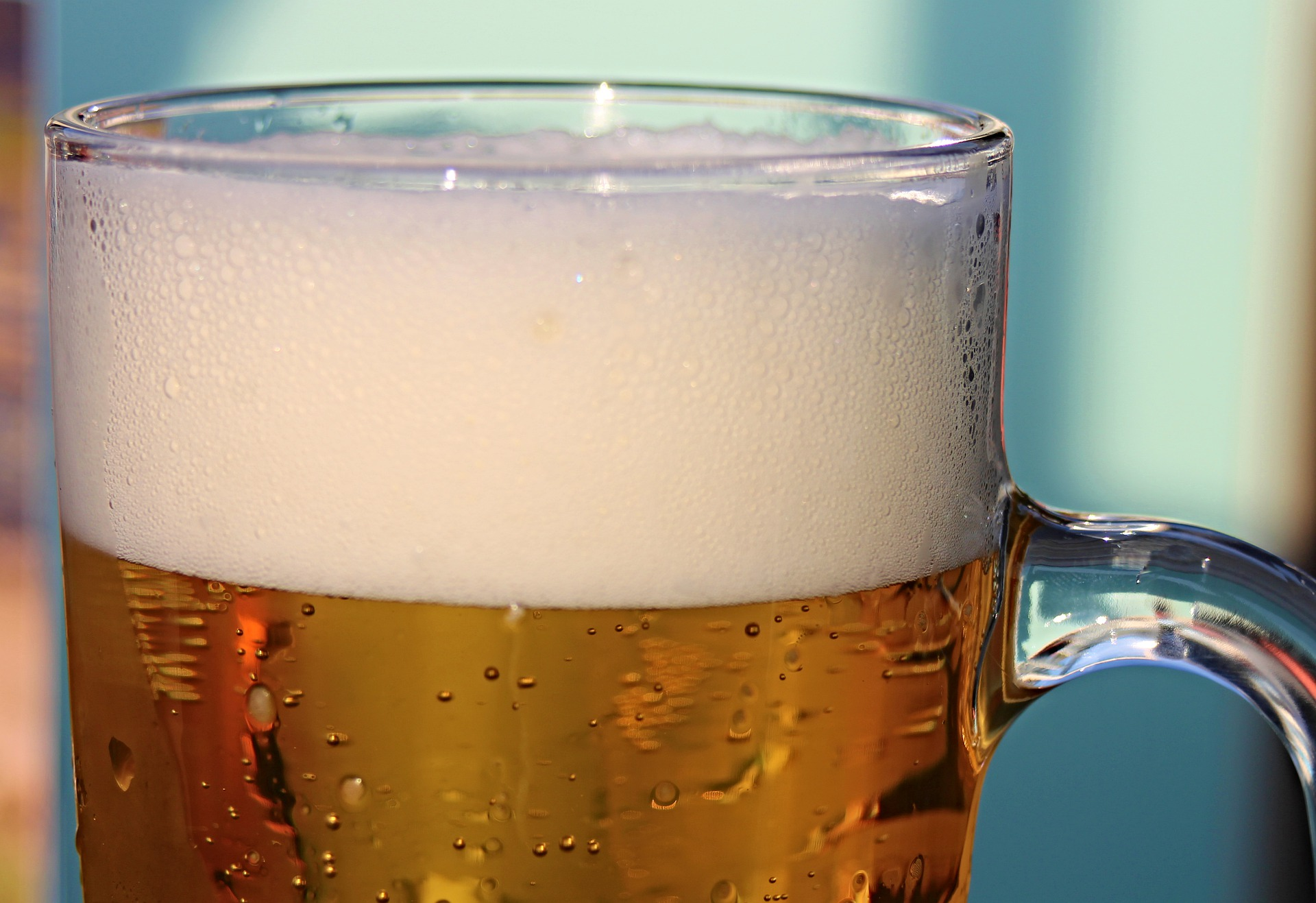 Foamy beer horizontal.jpg