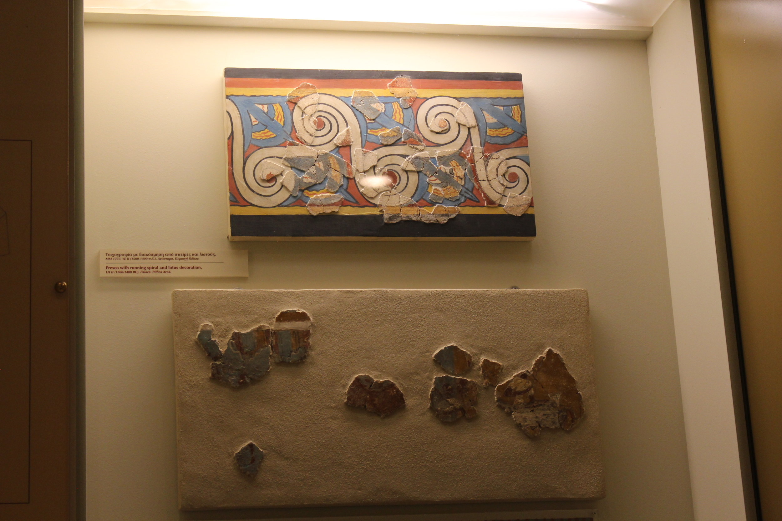 Mykenaen decoration - There were many sea themes waves here. Octopus jewelry was my favorite artifact there.