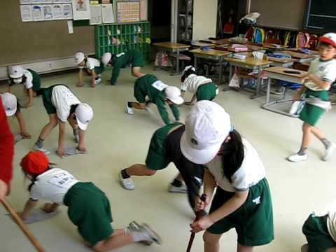Japanese school children cleaning.jpg
