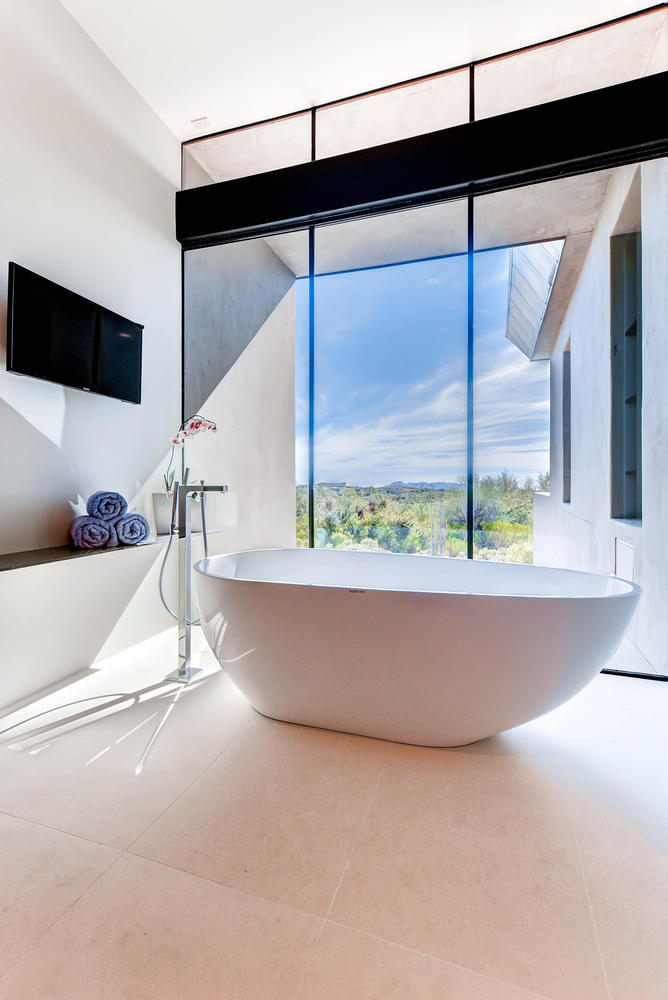 0030 - Master Bath Tub.jpg