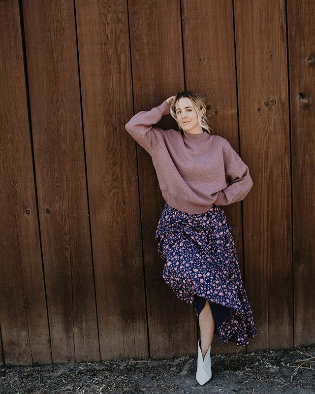 We are loving this skirt paired with a sweater rolling into fall 💕