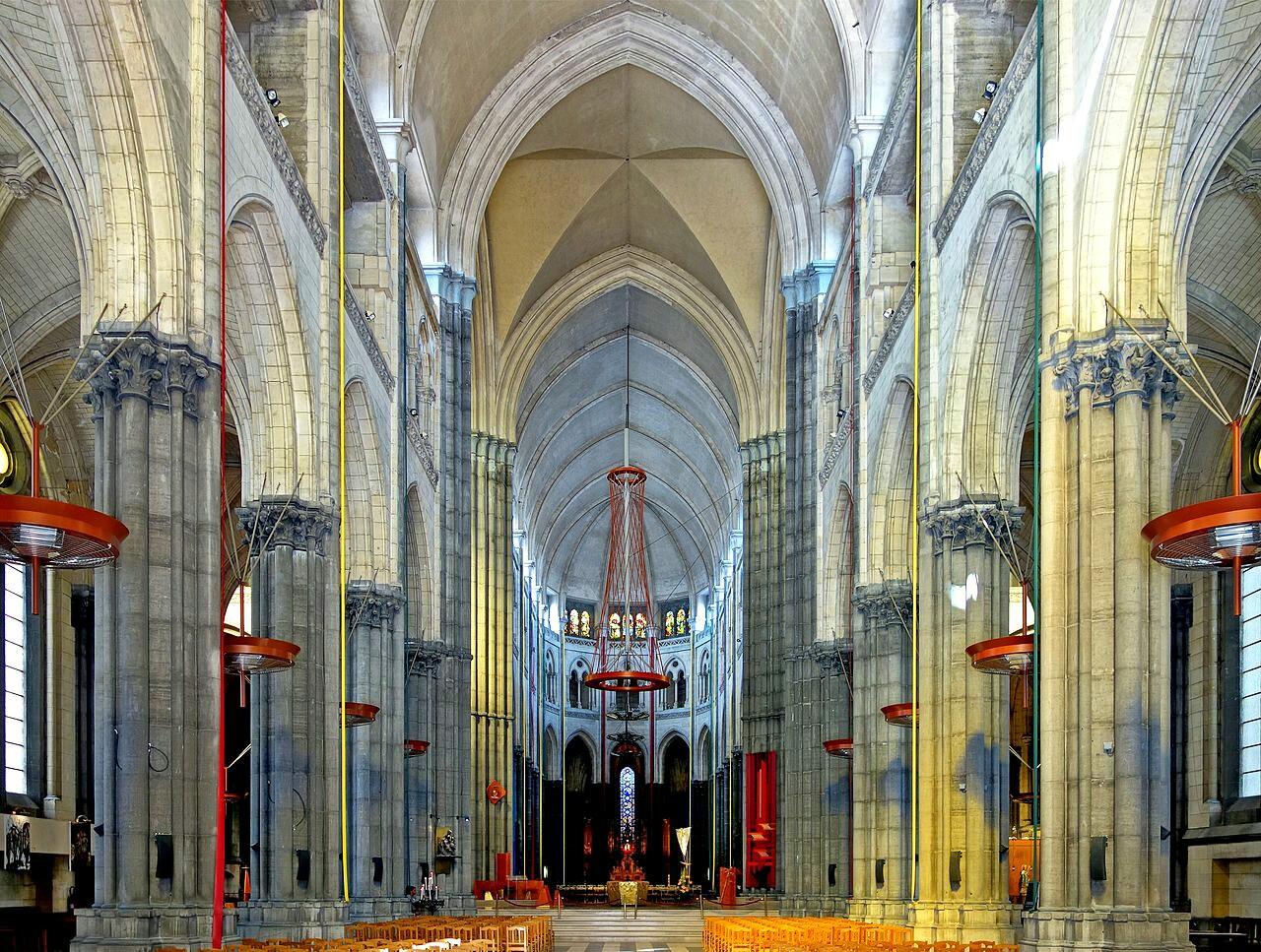 Notre Dame de la Treille nef.jpg