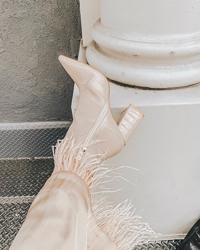 current obsession: everything with a feather trim 🕊 @revolve #revolveme . . shoes from @publicdesire #pdbae ✨ . . . . . . #nyblogger #nycfashion #feathertrim #featherpants #nyfwblogger #nyfw2019 #nyfwootd #nycootd  #nycfashionblogger #nyfashionblogger #newyorkfashionweek #newyorkstyle #ootdblogger #newyorkfashion #lainfluencer #sdinfluencer #newyorkblogger #lablogger #sdblogger #zarafashion #ootdblogger #zaradaily #publicdesire #nystreetstyle