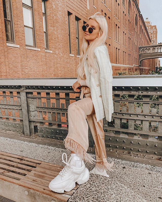 the best outfits are always the ones with the comfiest shoes // @aliasmaeusa 👟✨ . . . . . . . #nyblogger #nycfashion #feathertrim #featherpants #nyfwblogger #nyfw2019 #nyfwootd #nycootd  #nycfashionblogger #nyfashionblogger #newyorkstyle #ootdblogger #newyorkfashion #nyfwstreetstyle #lainfluencer #sdinfluencer #newyorkblogger #lablogger #sdblogger #zarafashion #ootdblogger #zaradaily #publicdesire #nystreetstyle