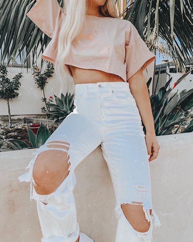 for yesterday's golden hour 🌞 . . . . . . . . . #agolde #agoldedenim #denimstyle #denimaddicted #denimlovers #zyathelabel #whitedenim #princesspolly #pacificbeachsandiego #sdfashion #sandiegoblogger #sandiegofashion #sdblogger #sdinfluencer #ootdinspiration #beachfashion #beachblogger #lainfluencer #lablogger #casualoutfits #ootdblogger #beachootd #streetstyledaily #dailyfashioninspo