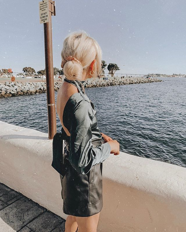 just a water sign making her way to the water every chance she gets 🌊 . . . . . . . . . #lionessofficial #backlesstop #leathershorts #silktop #silkdress #leathertrend #falltransition #falltrends #falltrend #ootdblogger #sdblogger #sdfashion #sandiegofashion #sdinfluencer #lablogger #lainfluencer #lafashionblogger #seaportvillage #downtownsandiego #forestgreen #ausfashion #australianfashionlabels #fallhairstyles #zarastyle #zarastreetstyle #zaradaily