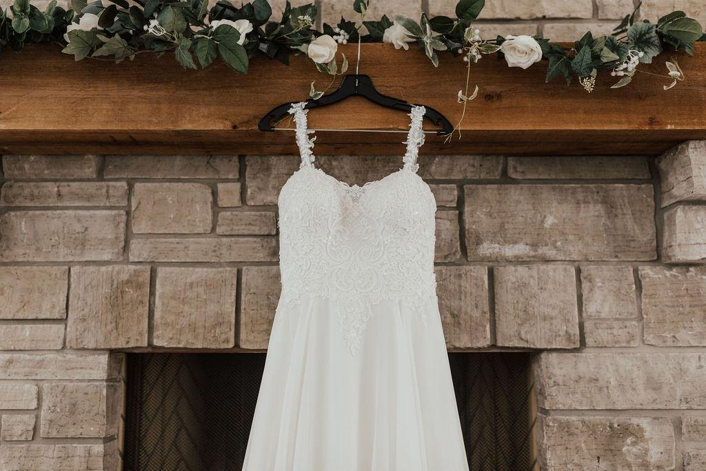 StLouis-Wedding-Photographer-Taylor+Michael-GettingReady17.jpg