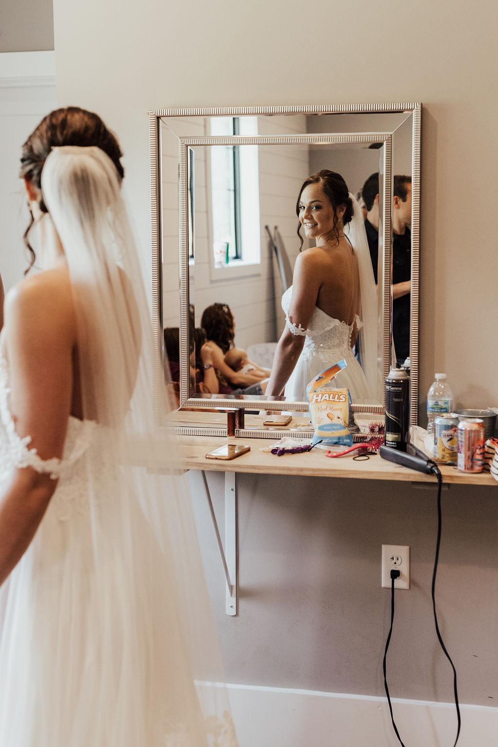 StLouis-Wedding-Photographer-Taylor+Michael-GettingReady101.jpg