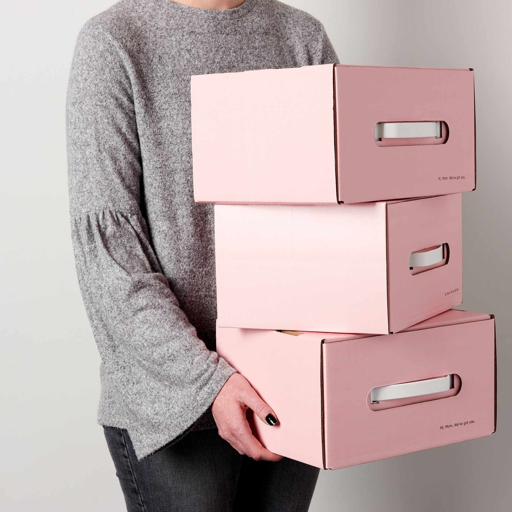 MomBox_Girl_Carrying_Boxes_05 copy.jpg