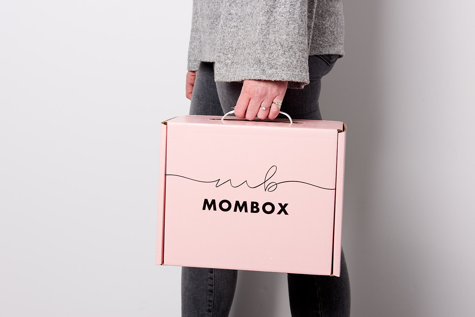 MomBox_Girl_Carrying_Boxes_14 copy.jpg