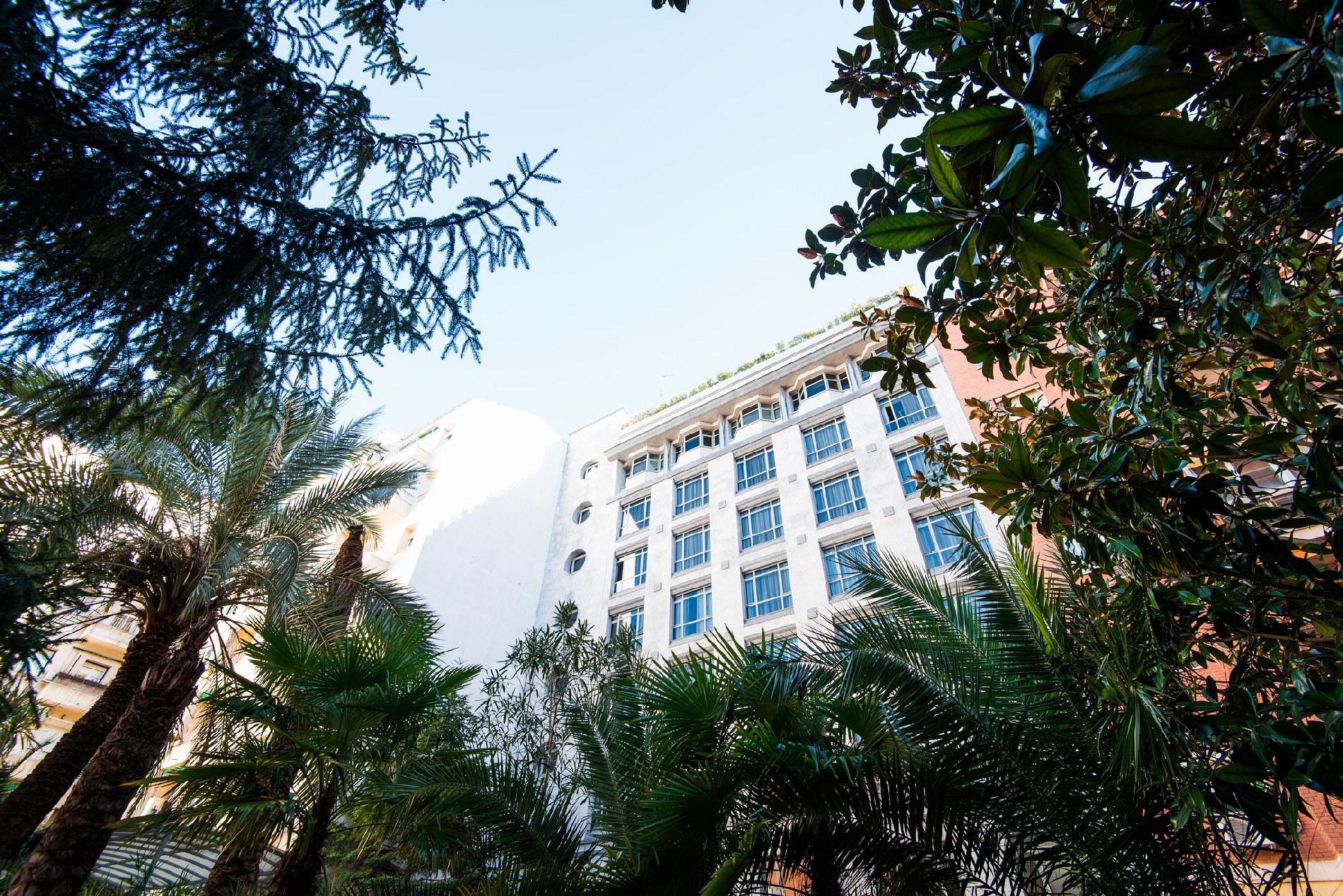 hotel-vp-el-madrono-madrid-jardin-01.jpg