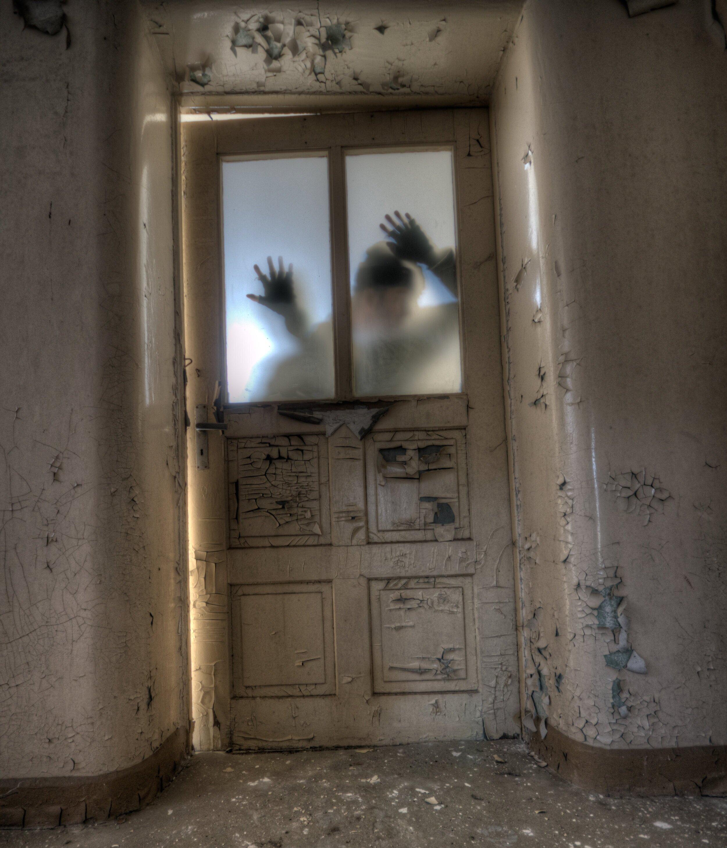 Zombies+at+door