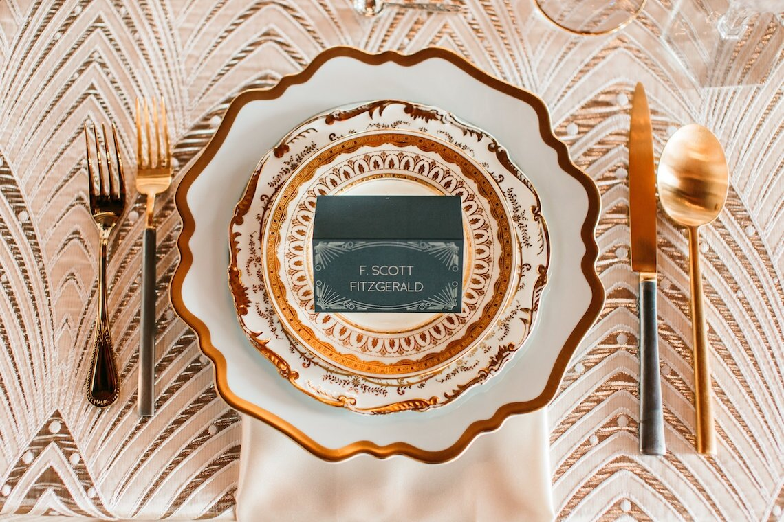 The-Great-Gatsby-Art-Deco-Wedding-Inspiration-With-Tropical-Florals-Holly-Castillo-Photography-2-1140x760.jpg