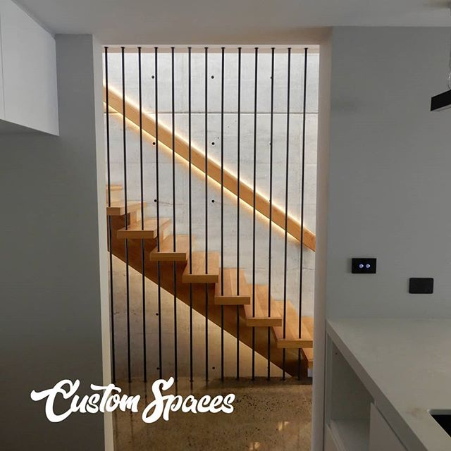 America oak mono stringer. 60mm America oak treads. Black round tube balustrade.  #stairs #openrise #stairsdesign #northernbeachesbuilder #sydneystairs  #architecturestairs  #americanoakstairs  #monostringer #northernbeachesstairs