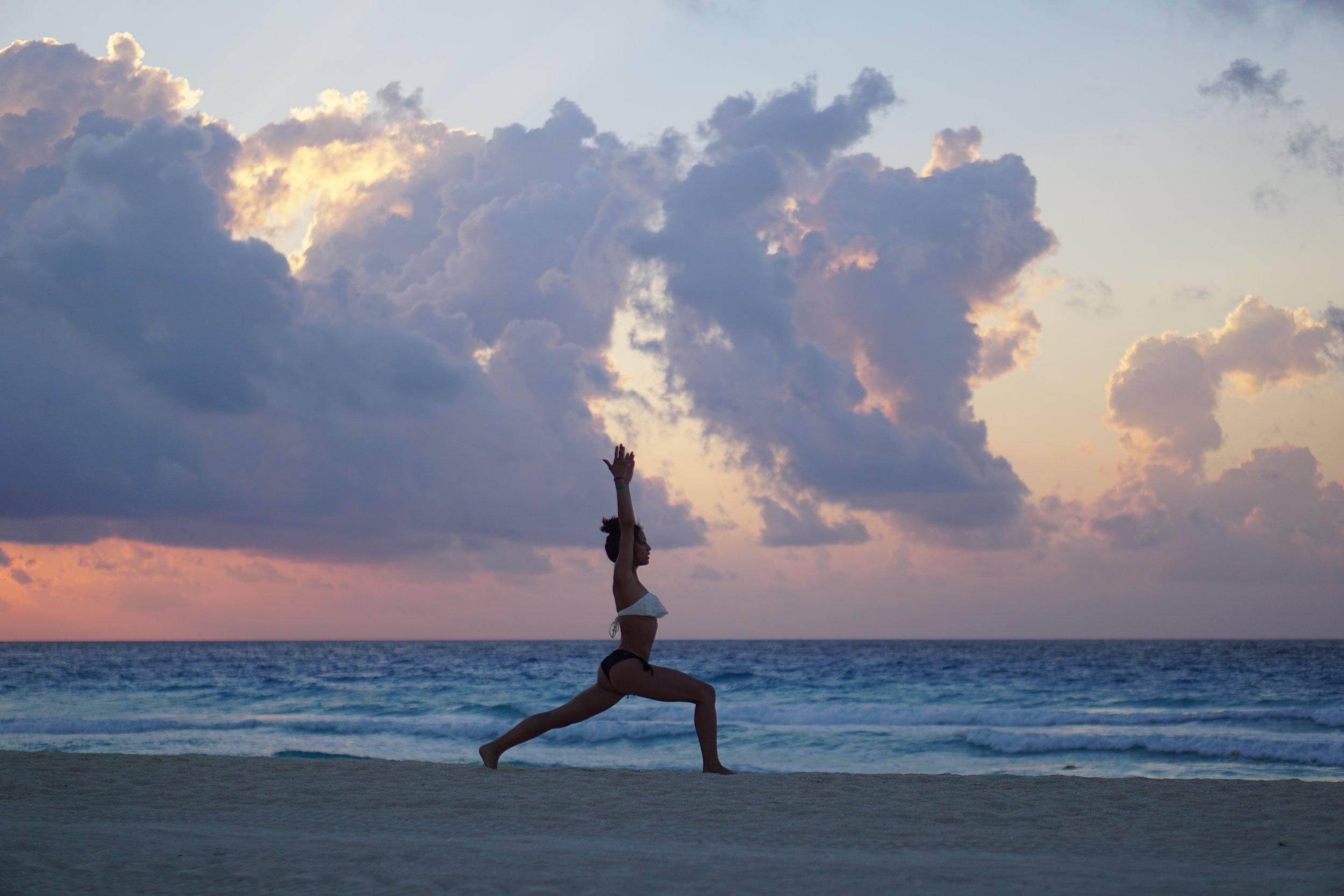 4. Lynhthy - Cancun Yoga (Crescent Lunge).JPG