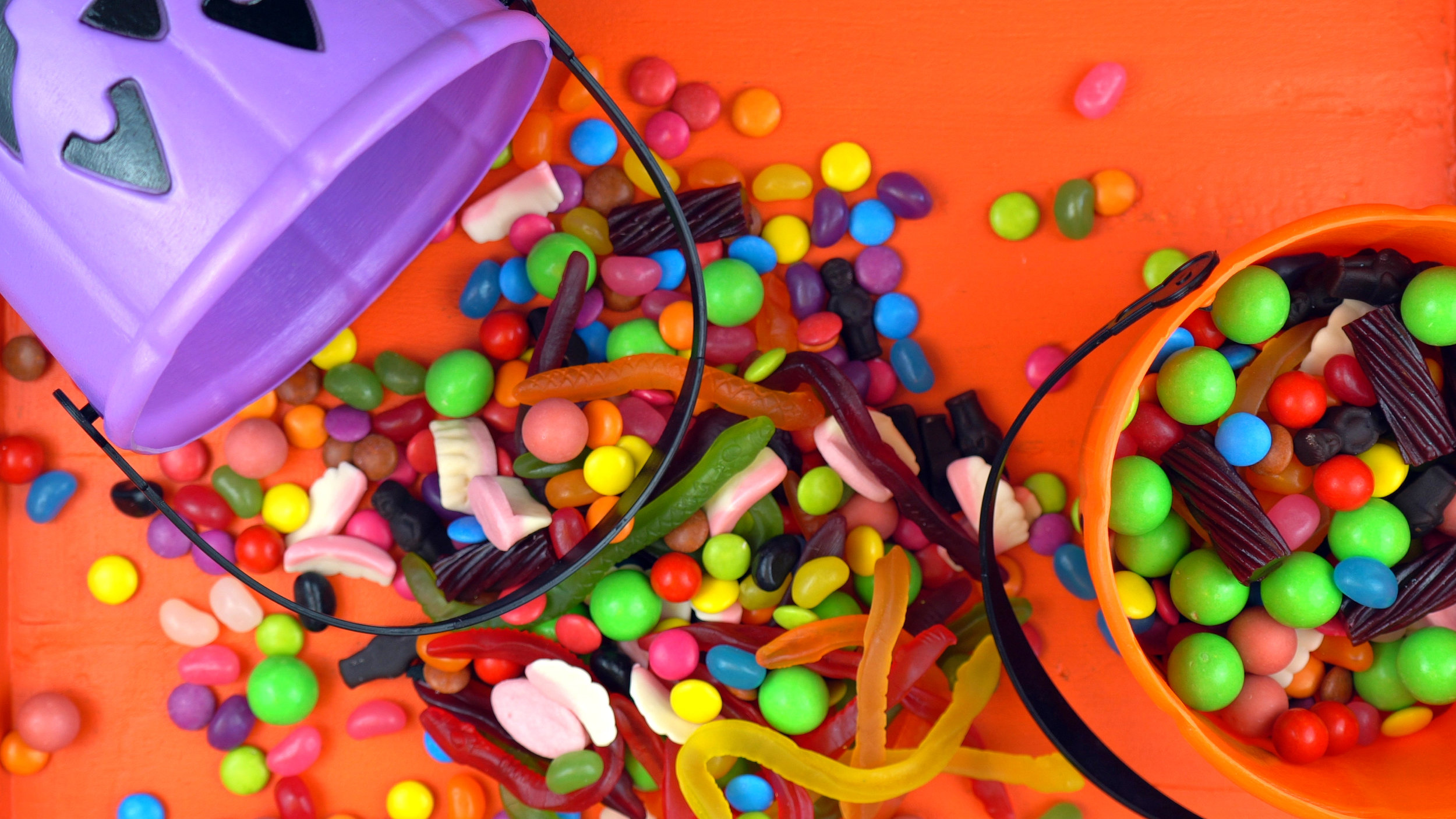6. don't pick through the candy bowl looking for your favourite sweet! - Think of the germs, people!