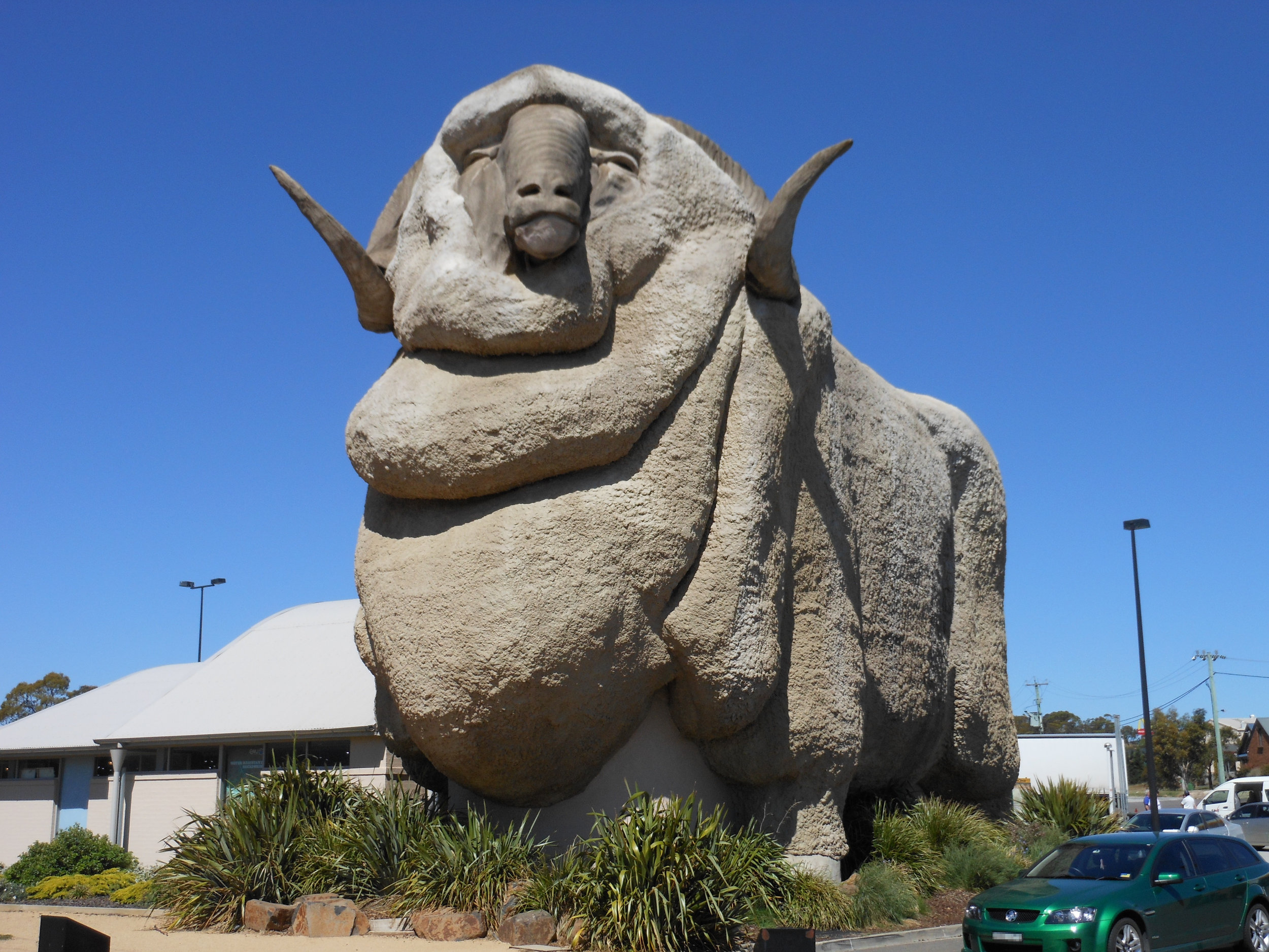 8. Big things - We love a bit of novelty architecture here in Australia. There are more than 150 big