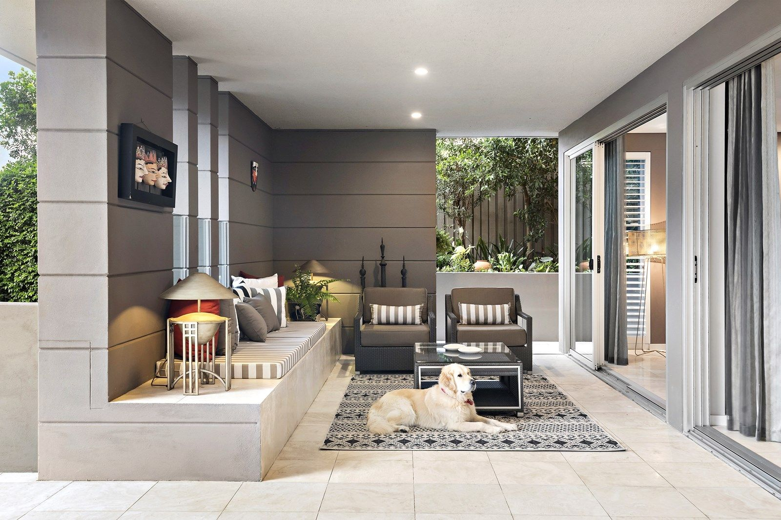 Luxury property sales show no signs of slowing, says Tim.