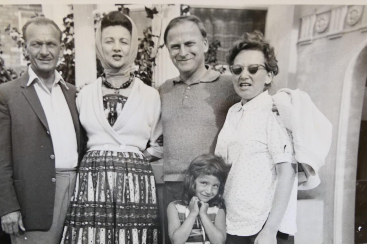 Vivian Chalwin with pianist Hephzibah Menuhin and her family.jpeg