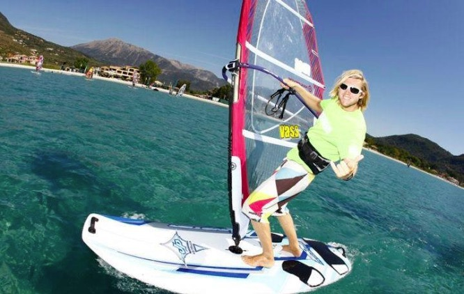 WATER SPORTS - Dates: Oct 2-5 and Oct 8-12Time: 9.00am-3.00pmLocation: Balmoral Sailing ClubAge: 5-15Cost: Starts at $175 for 1 day (see website for more details)www.sailingschool.com.au