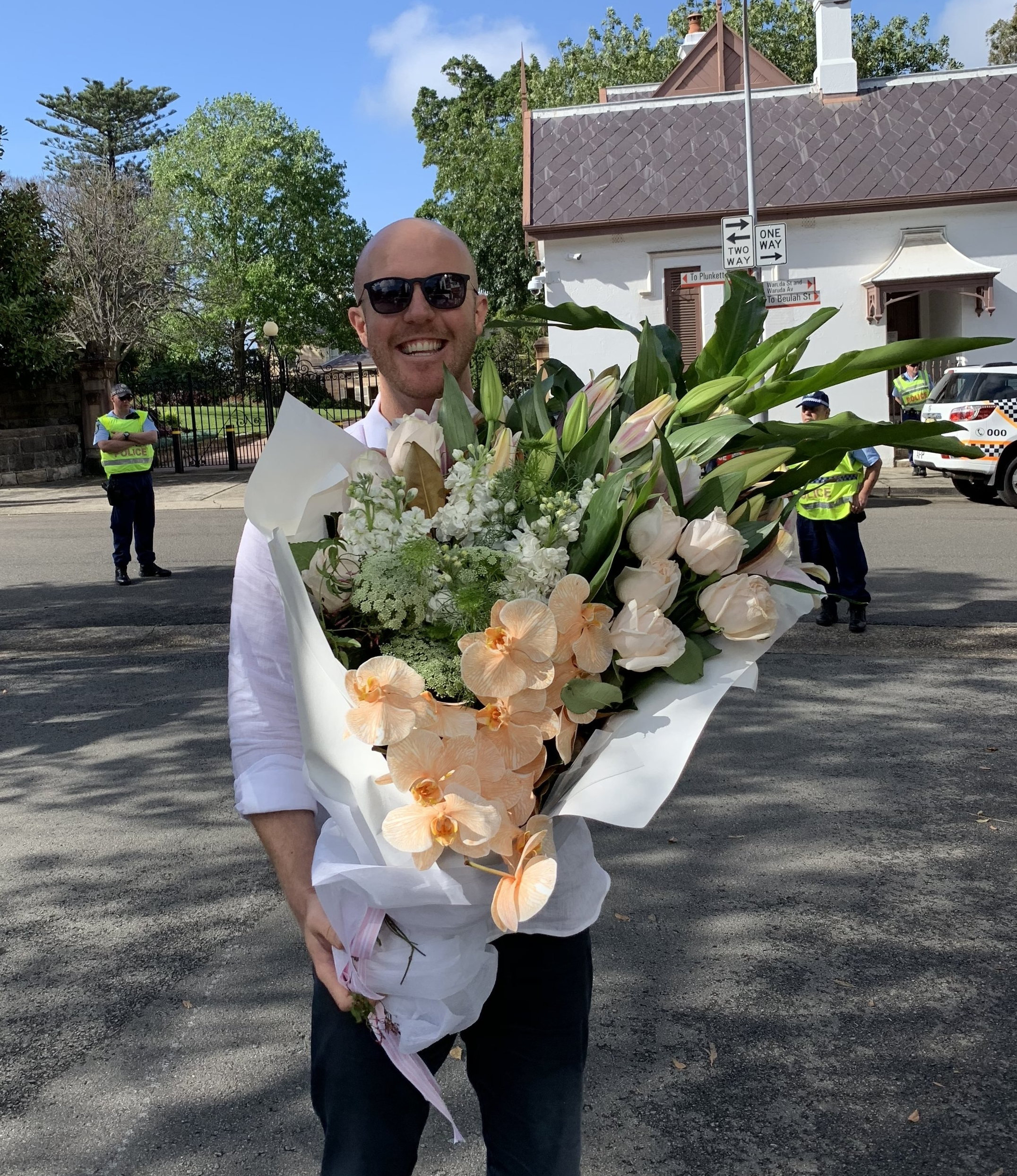 Matt had no luck giving his flowers to Meghan at Admiralty House, but he struck gold just an hour later - at Taronga Zoo.