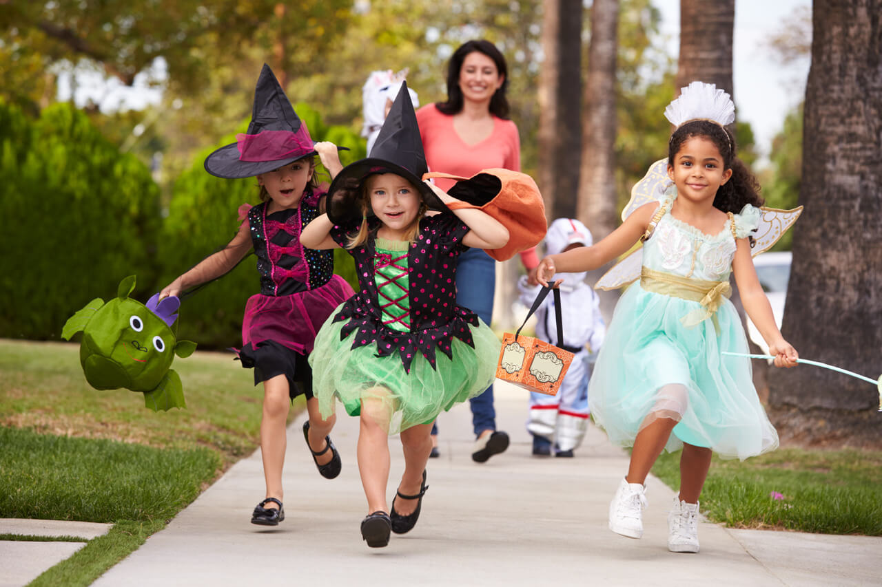 WHAT TIME: - Trick or Treating starts in Mosman from about 4:30pm. And this year, the plan is to have things wrapped up by 6:30pm. It's a school night, after all!