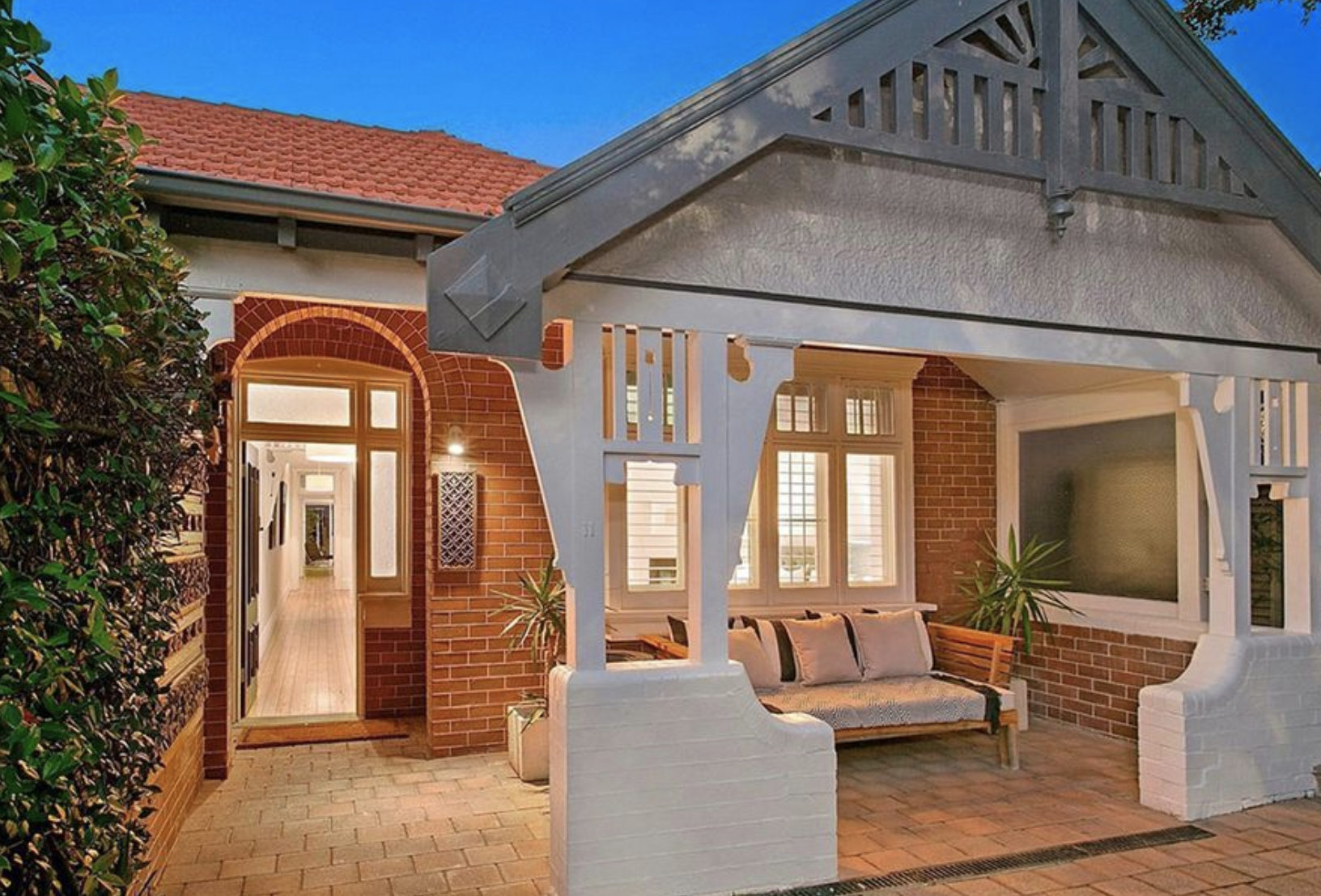 11 Muston St, Mosman achieved $2.89 in April 2019.