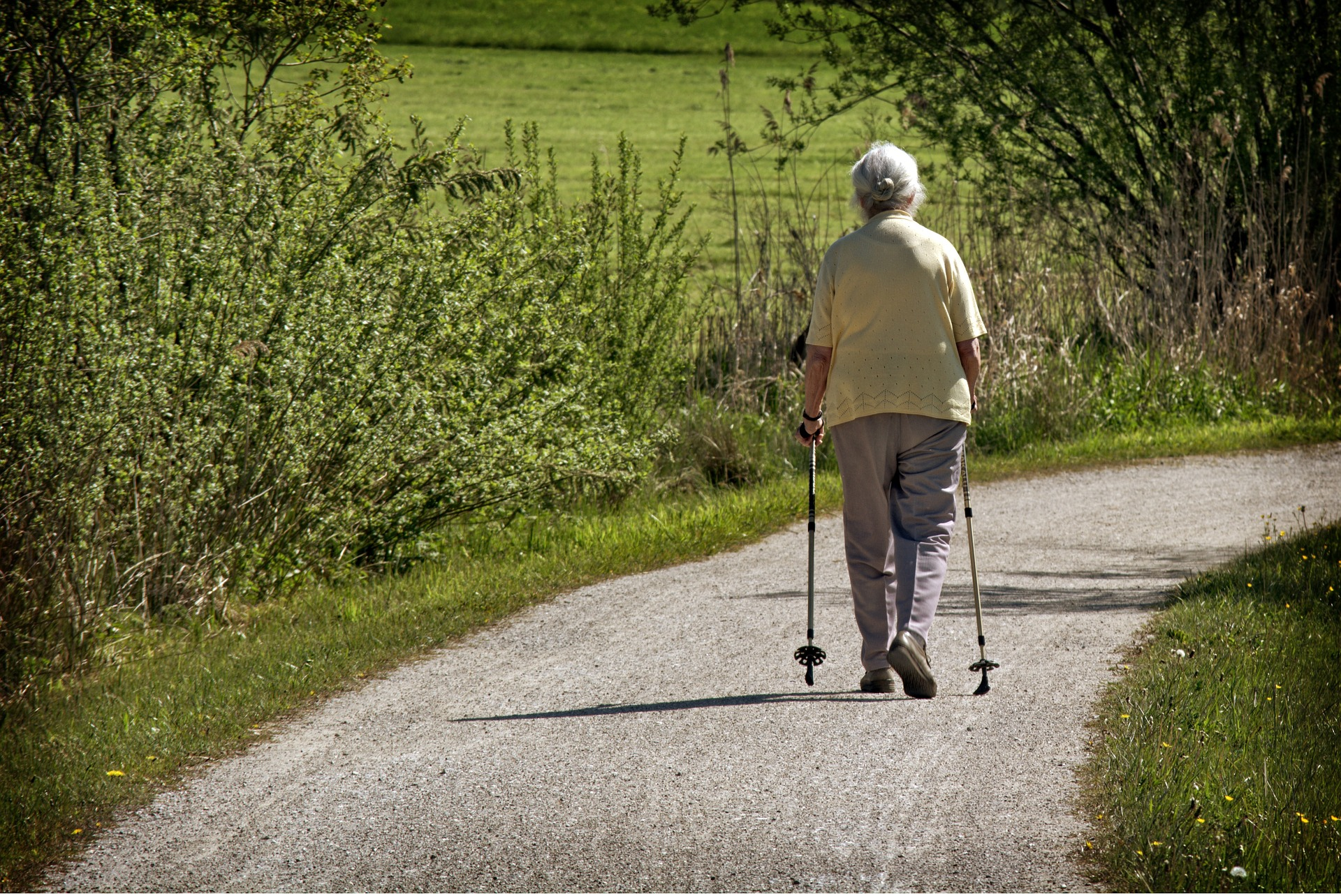 FREEpixabay_oldwomanwalking-1379437_1920.jpg