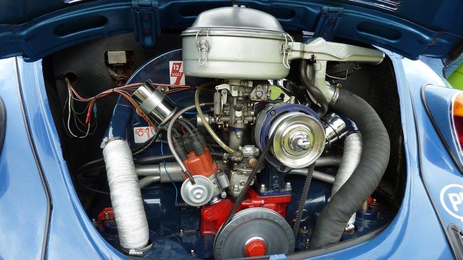 vw_beetle___engine_bay_by_arek_ogf-d599hd9.jpg