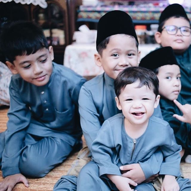 Selamat Hari Raya Aidilfitri to those celebrating and Happy Holidays everyone 💖 . . Lotsa Loves, J and the Boys 👦🏻 👦🏻 👦🏻
