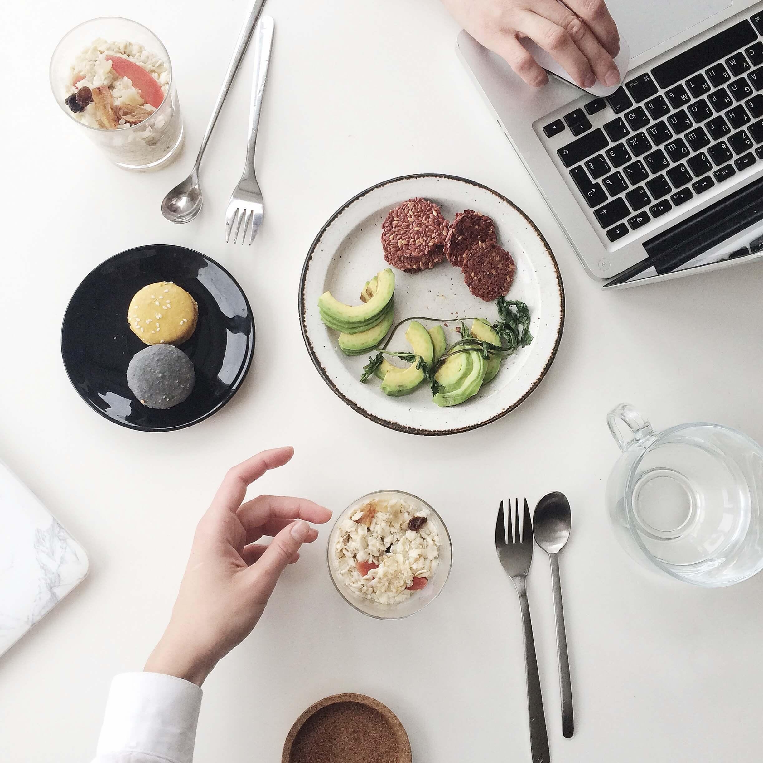 breakfast-cup-cutlery-1030943-2.jpg