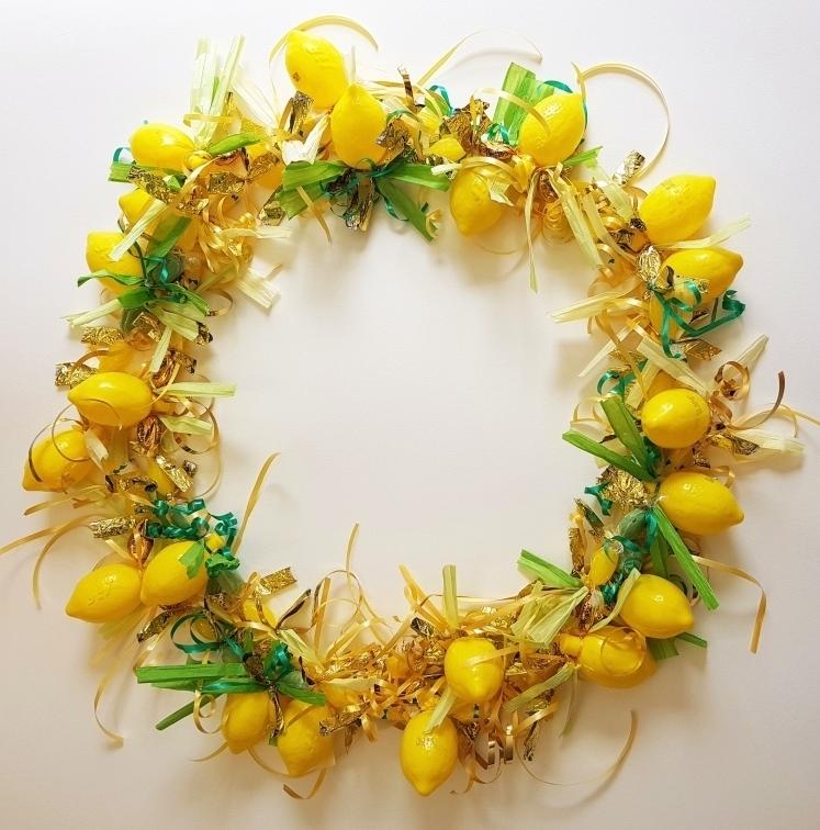 Wreath view  (Materials: sugar * , plastic ** )