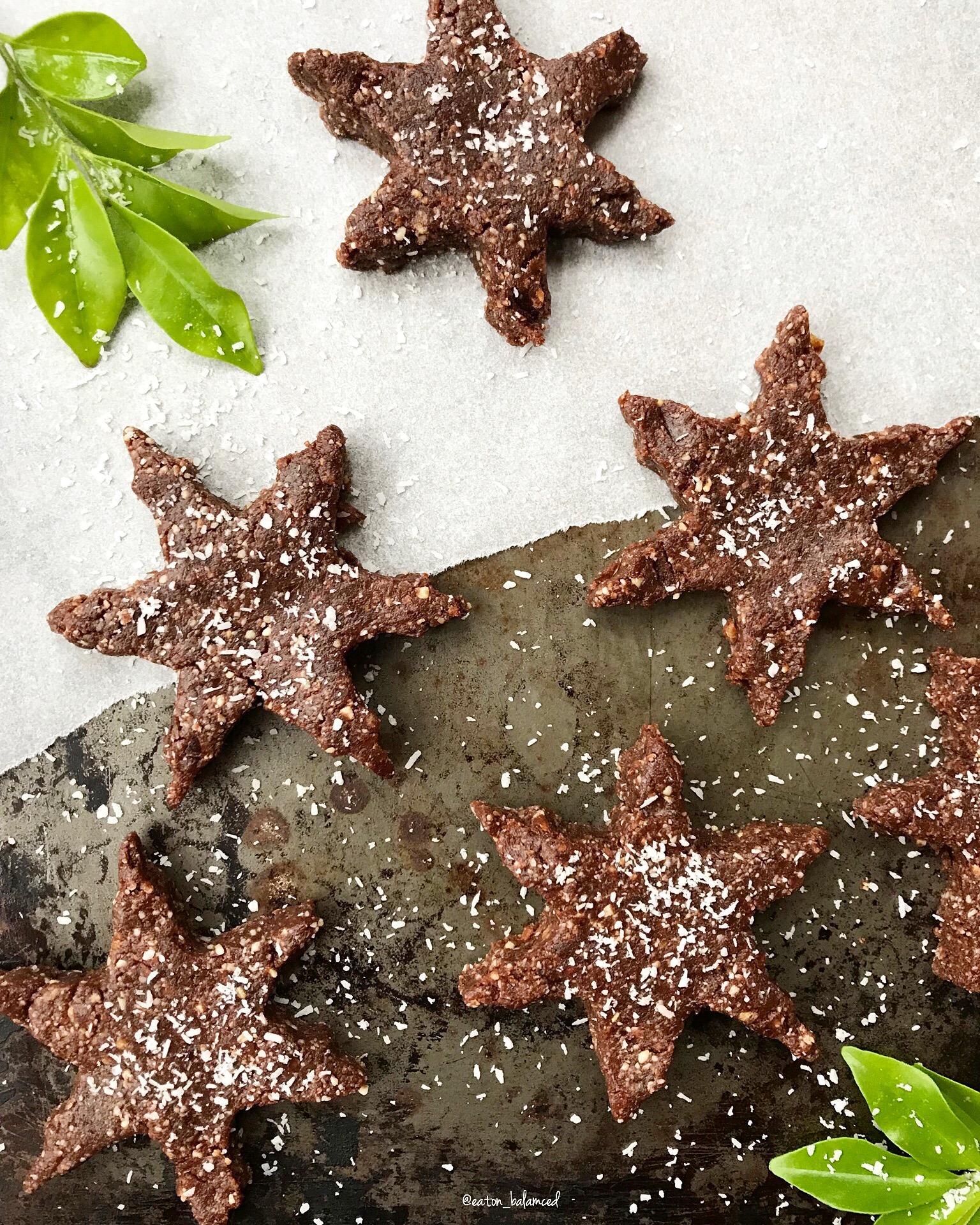 raw chocolate brownie stars