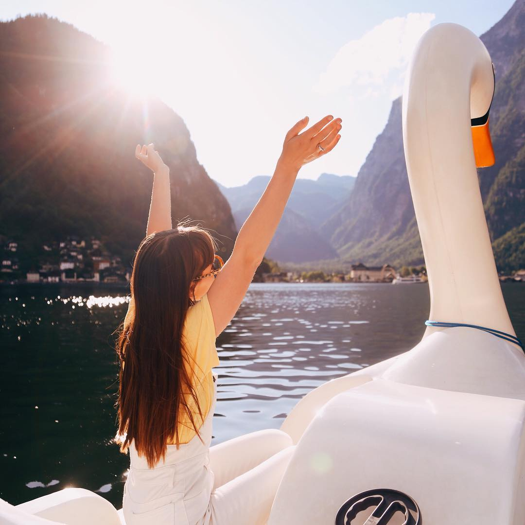 10/ Floated on a swan in halLstatt - Visiting Hallstatt, Austria last September was pure magic. It was like stepping into a disney film. And the fact that you could take swan paddle boats on the gorgeous lake was just an absolute dream!