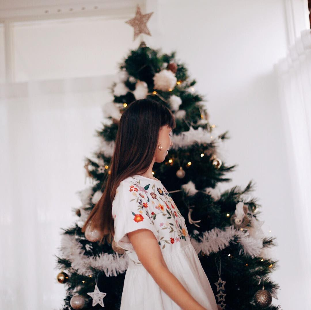 13/ HOsted our first christmas - Ah, I wish we could have our christmas tree up all year round. It was too much fun decorating our house and then hosting our family on Christmas Day. Our first large event held at our home.