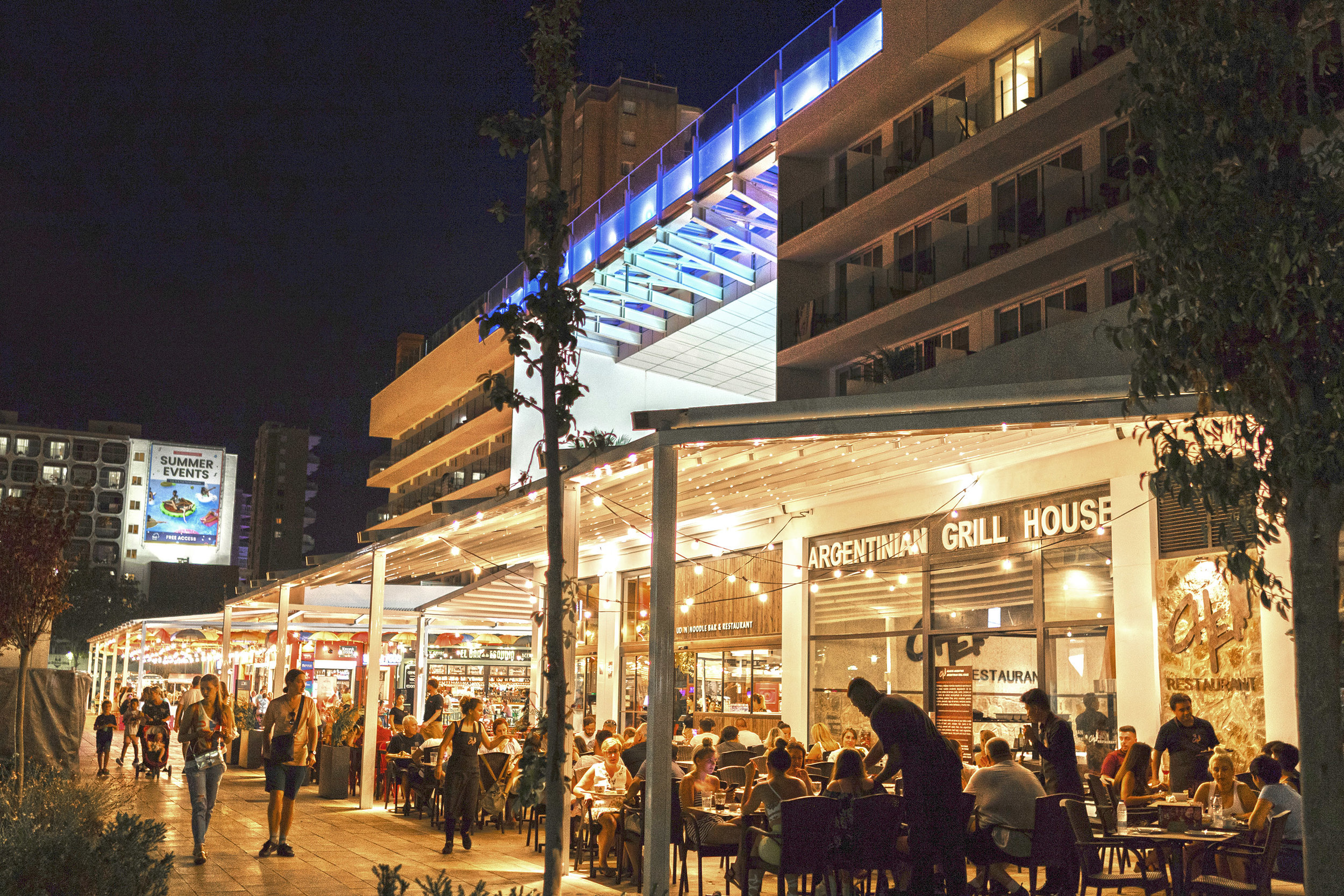 334HotelCalviaBeachThePlaza-Momentum_Plaza_Restaurants_night.jpg