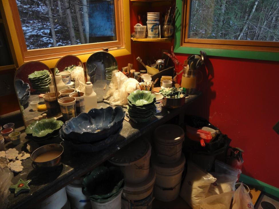 Mudliscious Pottery.png