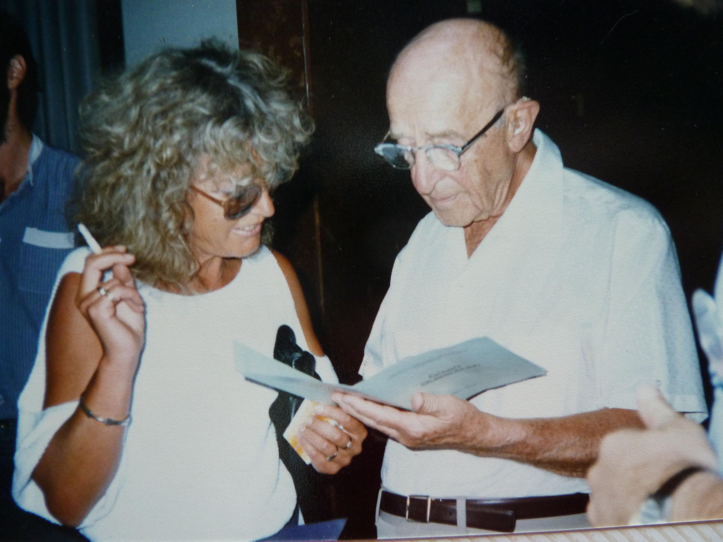 Helga Teml mit Carl Rogers (und Zigarette!), 1986, Cross-Cultural-Communication, Szeged, Ungarn