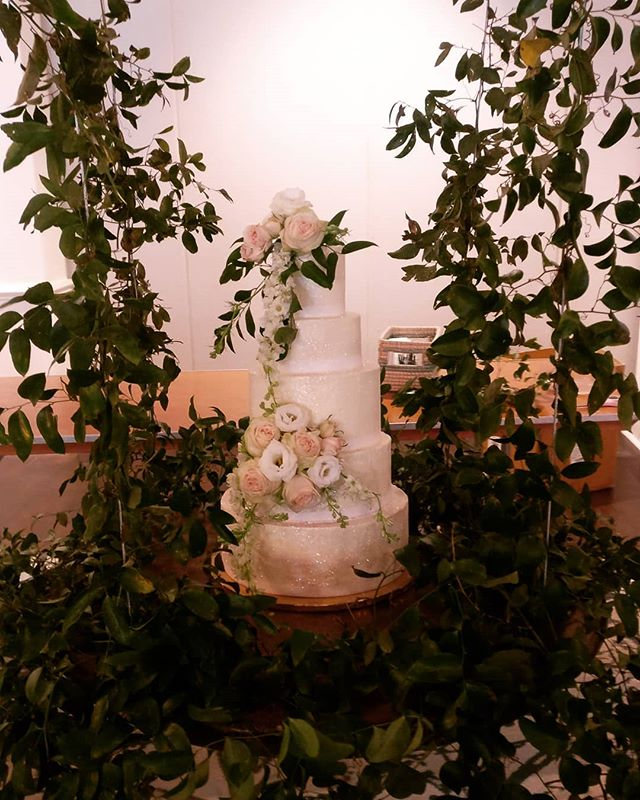 #wilmingtonnc #ilmwedding #ncwedding #ncweddingcakes #landfallwedding #wilmingtonweddings @country_club_of_landfall @landfall_living_magazine