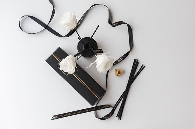 Morning insta beauties!  If you are looking for a totally original gift then look no further!  Our Rose and Oud Diffusers with notes of vetiver, raspberry and cedar wood  will make any room smell absolutely amazing.  I can also assure you that this diffuser keeps on throwing out the fragrance for a very long time! 🌹 🌹 Choose white or red preserved roses or if you would prefer hot pink, apricot or light pink, just DM me! . . . . . #roomfragrance #oud #diffuser #homegoals #houseandhome #preservedroses #giftsforher #giftsforyou #originalgifts #beautifulpackaging #idealgifts #pursuepretty #thatsdarling #homeaccessories #fragranceoftheday #presentsforher #casualchichome #housebeautiful