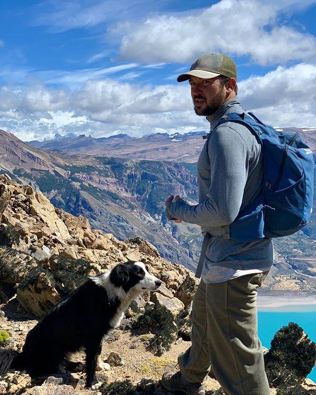 Llegamos al Cerro de la Peninsula con Brian y la banda, con el Fitz Roy de fondo! 1300 mts s.n.m